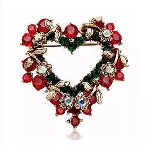 Jewelry - ✨🎄Christmas Heart Wreath Pin🎄✨